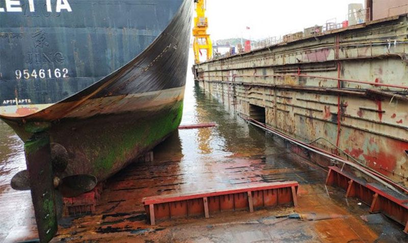 En el momento de la rotura había dos barcos varados en el dique seco