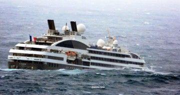 """Un buen meneo despìde la escala del buque """"Le Boreal"""" en A Coruña"""