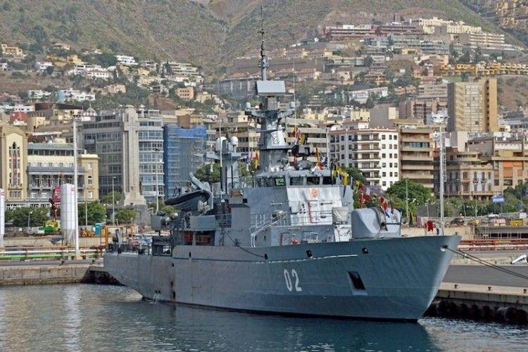 """El minador """"Hämeenmaa"""", en su anterior escala en el puerto de Santa Cruz de Tenerife"""