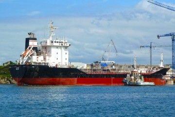 """El buque asfaltero """"Lagan"""", visto por la banda de estribor"""