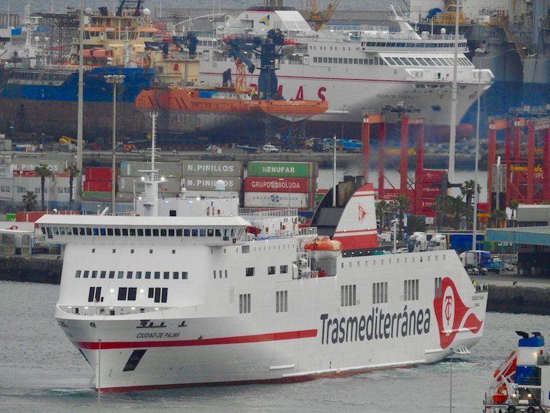 """El buque """"Ciudad de Palma"""", a su llegada esta mañana al puerto de Las Palmas de Gran Canaria"""