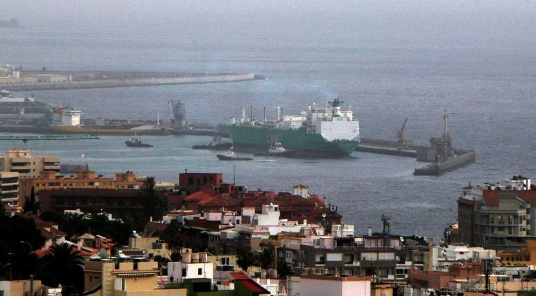 """Maniobra del buque """"LNG Lagos"""" (28 febrero 2008)"""