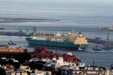 "Maniobra del buque ""LNG Benue"" (11 diciembre 2006)"