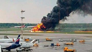 Presa del fuego, el avión se detiene a media pista