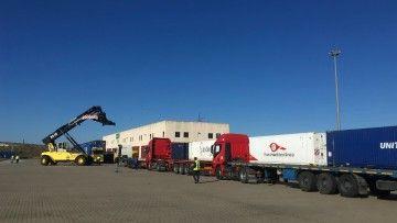 El primer convoy, en su transbordo en la terminal logística de Jerez de la Frontera