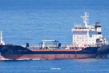 """El buque asfaltero """"Lagan"""", hace unos días, a su llegada a A Coruña"""