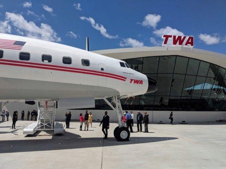 Un avión Lockheed Super Constellation forma parte del TWA Hotel