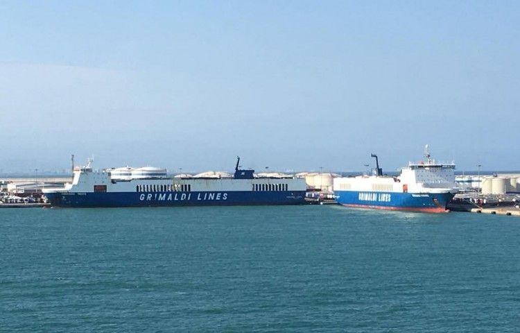 Los dos ex Superfast de Trasmediterránea coinciden en el puerto de Valencia