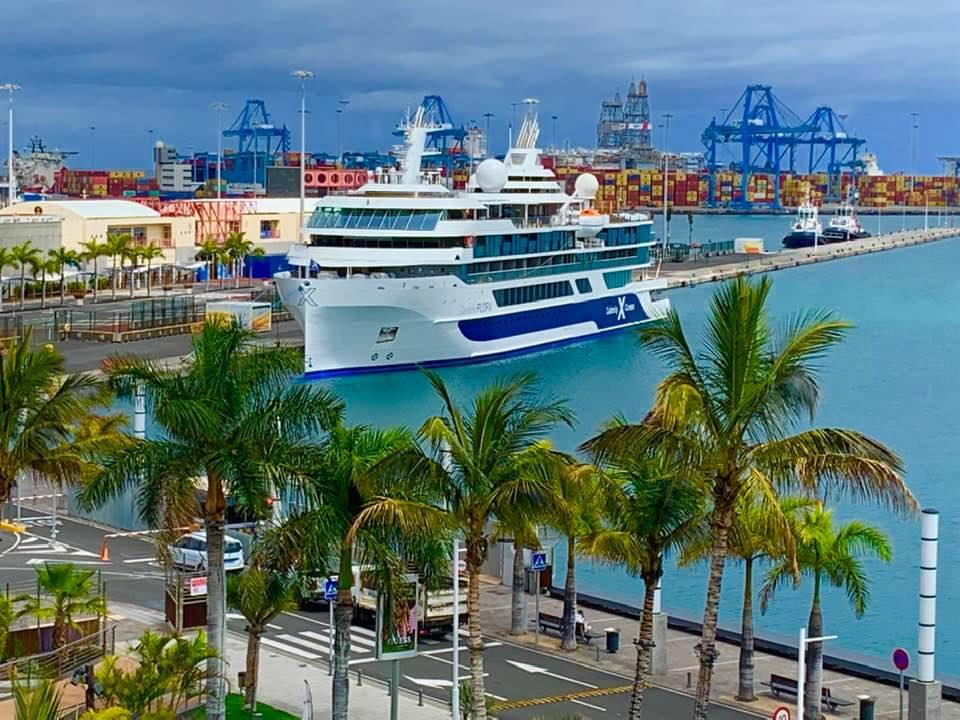 Panorámica del nuevo buque, atracado en el muelle de Santa Catalina
