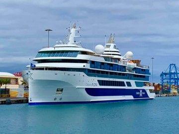 """El buque """"·Celebrity Flora"""", atracado en el puerto de Las Palmas de Gran Canaria"""
