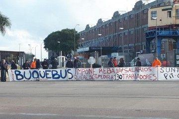 Manifestación de trabajadores de Buquebús en Puerto Madero (Argentina)
