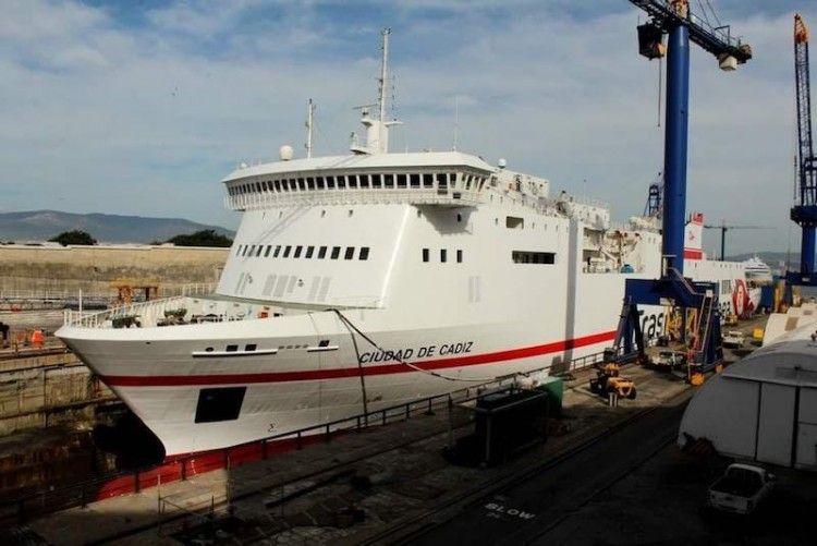 """El buque """"Ciudad de Cádiz"""", ex """"Albayzin"""", en el dique seco de Gibdock"""