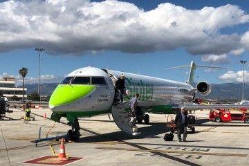 Avión CRJ-1000 de Binter en el aeropuerto de Palma de Mallorca