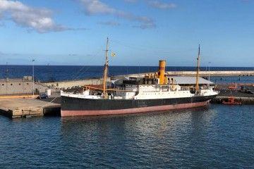 """El histórico vapor """"La Palma"""", en su atraque del puerto de Santa Cruz de Tenerife"""