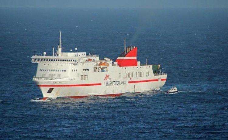 """Estampa marinera del ferry """"Albayzin"""", que será renombrado """"Ciudad de Cádiz"""""""