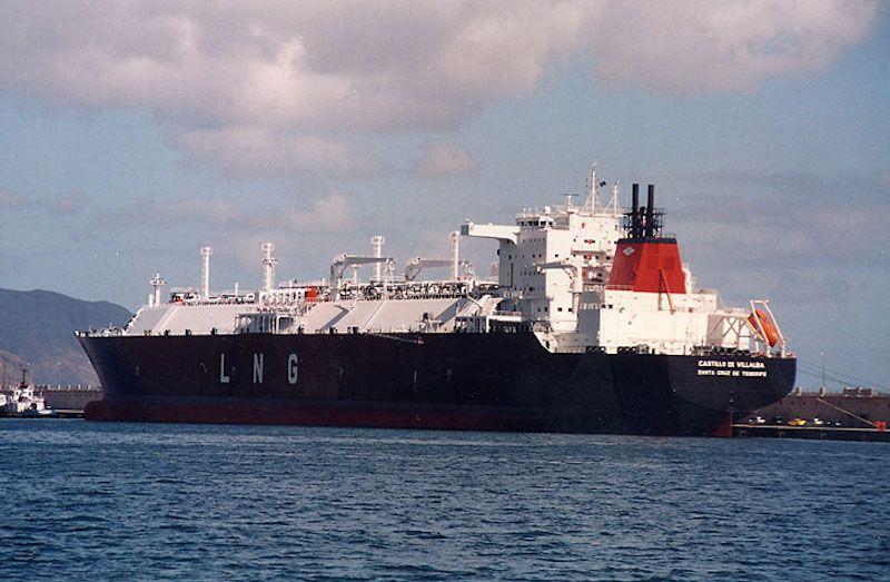 """El buque metanero """"Castillo de Villalba"""", atracado en el muelle sur (7 noviembre de 2003)"""