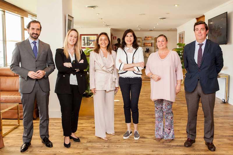 Representantes de Trasmediterránea, Fundación Adelia y Club Financiero Génova, donde se ha firmado el acuerdo