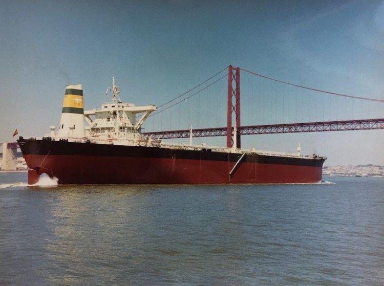 """El petrolero """"Málaga"""", recién estrenado, en Lisboa"""