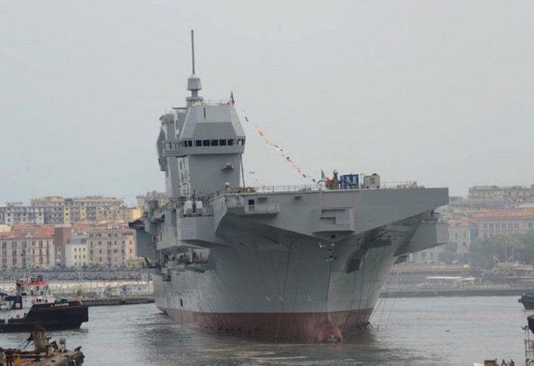 """El buque LHD """"Trieste"""", tras su botadura"""