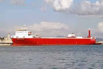"""Estampa marinera del buque """"Volcán de Teneguía"""", en su primera escala en el puerto de Palma"""