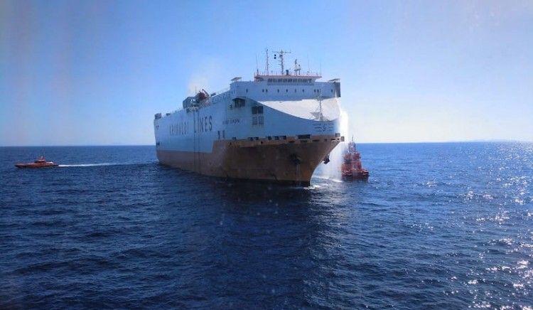 """El fuego a bordo del buque """"Grande Europa"""" está controlado a su llegada a Palma"""
