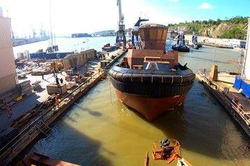 """El casco del remolcador """"Ibaizábal Quince"""", en el momento de su puesta a flote"""