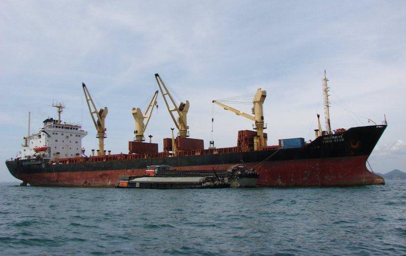 El citado buque, visto por la banda de estribor