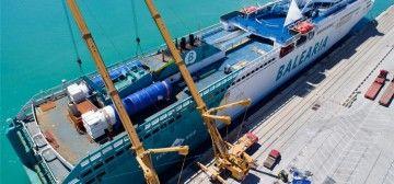 """La remotorización del buque """"Abel Matutes"""" se realiza en el puerto de Valencia"""
