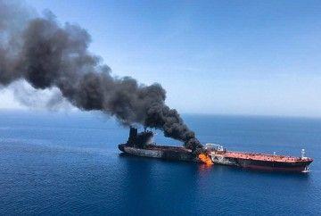 """El incendio ha causado graves daños en el petrolero """"Front Altair"""""""