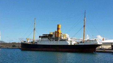 """El vapor """"La Palma"""", en su atraque del puerto de Santa Cruz de Tenerife"""