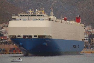"""Este es el buque cochero """"Diamond Highway"""", ahora presa del fuego"""