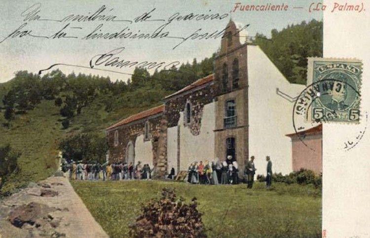 Postal coloreada en la que se aprecia la ampliación de la iglesia de San Antonio abad