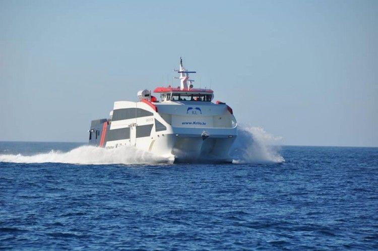 """El catamarán """"Krilo Star"""", en sus pruebas de mar"""