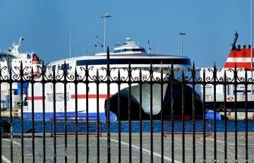 """Aun como """"Milenium Dos"""" se encuentra atracado en el puerto de Cádiz"""