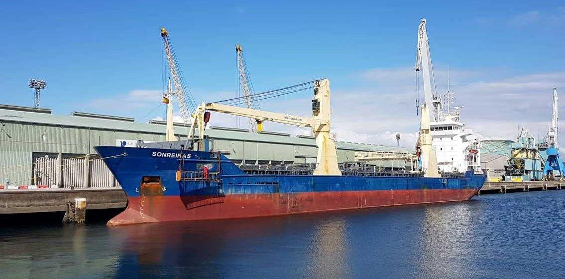 """El buque """"Sonreiras"""" se prepara para su nueva etapa en el puerto de  A Coruña"""