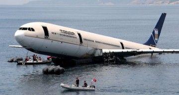 El hundimiento del avión requirió de una operación de cuatro horas de duración