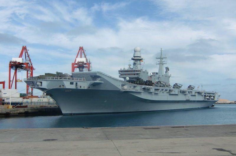 """El portaaeronaves italiano  """"Cavour"""", en el puerto de Las Palmas"""