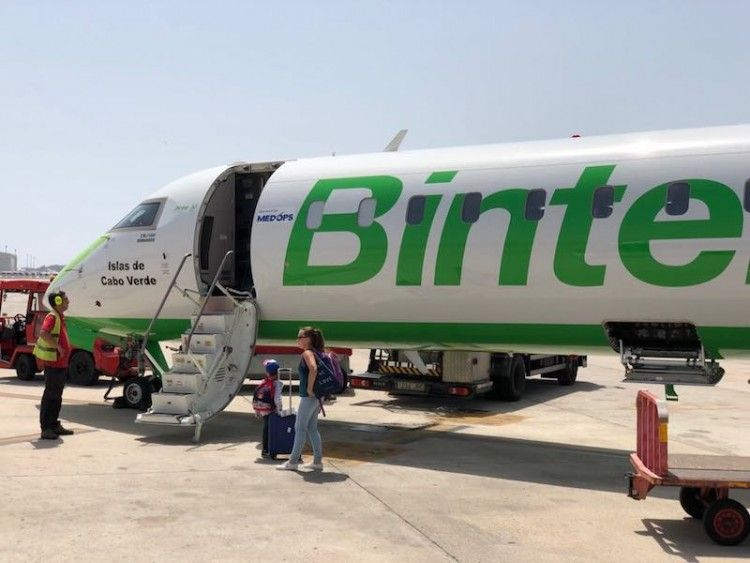 MedOps opera para Binter tres aviones CRJ-1000