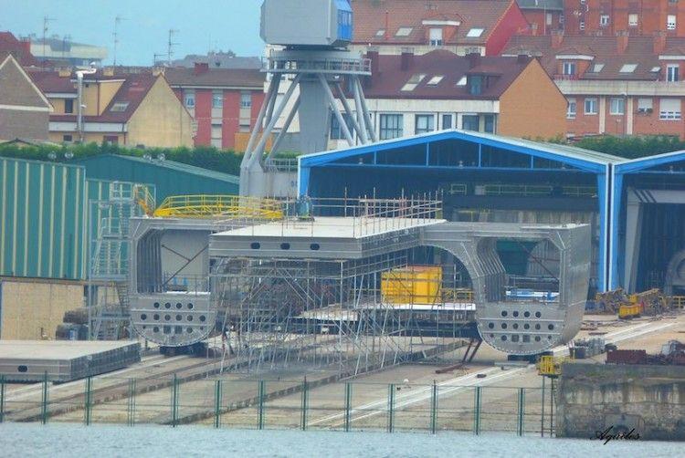 La primera sección en construcción del futuro catamarán de Balearia