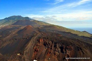 Panorámica aérea de los volcanes Teneguía y San Antonio