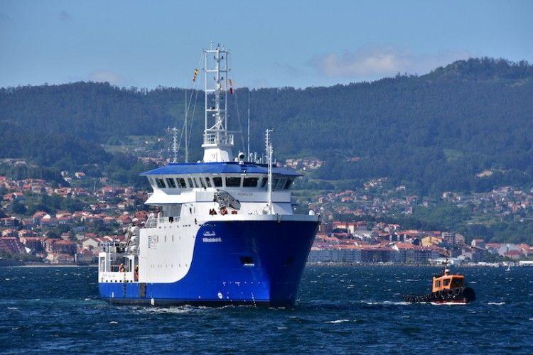 """El buque kuwaití """"Almostakshif"""", en aguas de la ría de Vigo"""