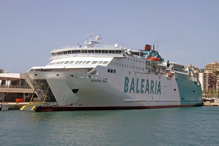 """El buque """"Bahama Mama"""" permanece atracado en el puerto de Palma de Mallorca"""