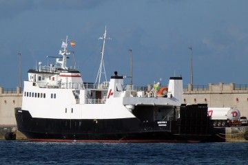 """El buque """"Gem Star 2"""", en el puerto de Santa Cruz de Tenerife"""