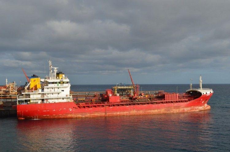 """El petrolero de productos """"Dácil"""", de reciente incorporación a la bandera española"""