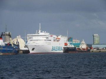 """El buque """"Nápoles"""", en su atraque del puerto de Las Palmas de Gran Canaria"""