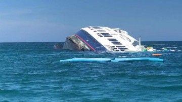 """El buque """"Galápagos Majestic"""" se hunde sobre el costado de estribor"""