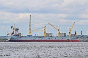 """El buque chino """"Tian Le"""", atracado en el puerto de La Habana"""