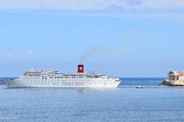 """El crucero de turismo """"Ocean Dream"""" zarpa del puerto de La Habana (2018)"""