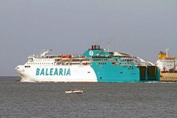 """El buque """"Bahama Mama"""", a su salida esta mañana de Palma"""