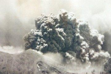 El volcán de San Juan, en su fase explosiva inicial
